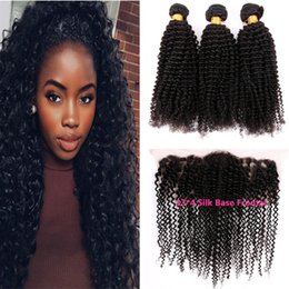 Cierre rizado rizado mongol de la base de seda online-13 * 4 Base de seda Frontal con paquetes Mongolian Kinky Curly Virgin Virgin Hair Con oreja a oreja Lace Frontal Cierre Kinky Curly Human Hair