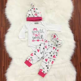 Wholesale kids fall outfits - Wholesale Fall Winter Newborn Toddler Kids long sleeve arrow letters set Baby Boys Girls Outfits Clothes Romper Tops+Pants+Hat+Headband 4PC