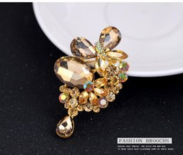 Wholesale Amber Champagne Glasses - 2016 Korean fashion high quality champagne butterfly pendant diamond brooch alloy brooch jewelry wholesale spot