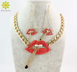 orecchini rossi delle labbra di modo Sconti Nuovo arrivo moda sexy fumo sigaretta rosso labbra bocca orecchini di cristallo collana completa imposta per le donne