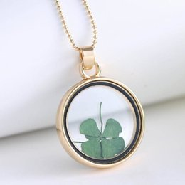 Wholesale Green Leaf Clover Pendant - 2016 New Exquisite St Patricks Day Four Leaf Clover Shamrock Real Dried Flower Necklace Pressed Botanical Round Locket Pendant Lucky Charm