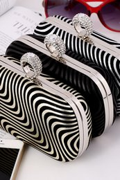Wholesale Evening Clutch Handbags Sale - Wholesale Striped Bridal Hand Bags Gold Black Silver Fashion Evening Party Bag 2017 New Hot Sale Formal Women Handbags with Chain CPA957