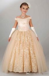 Niñas desfile vestidos de champán online-Vestido de fiesta para niñas pequeñas con encaje en los hombros de los vestidos de desfile de las niñas 2018 Vestidos personalizados para niñas en línea de flores