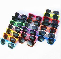 Wholesale Cheap Womens Sunglasses - Free send DHL-100pcs Womens and Mens Most Cheap Modern Beach Sunglass Plastic Classic Style Sunglasses 17 color