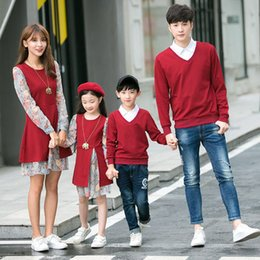 Wholesale Red 12 Mo Dresses - Family Matching Outfits Mother Daughter Chiffon Dresses Father Son Sweater 2017 Autumn Mom Girls Floral Print Dress Family Clothing B723