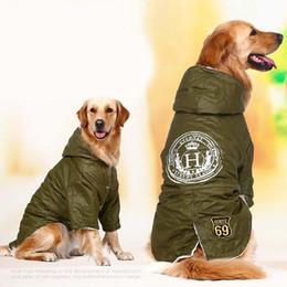 Perros ejército abrigos chaquetas online-verde militar caliente del invierno de grandes grandes ropa para mascotas perros con capucha de lana de algodón de oro retriever perro ropa de abrigo chaqueta acolchada para perros