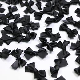 Маленькие ленты с атласной лентой онлайн-Оптовая торговля-ts015 ручной работы Малый размер полиэстер атласная лента лук цветок аппликации шить ремесло детские ткани, черный цвет, 50 шт. / лот