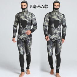 wholesale high quality 5mm mens 2 pieces camo wetsuit spearfishing diving  suit scuba surf snorkel diving 53c40554d