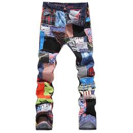 Calças multi coloridas on-line-Personalidade dos homens patchwork emendados jeans rasgado moda Masculina magro remendo colorido botões voar calças retas Frete grátis