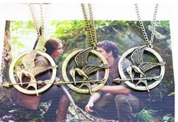 Wholesale Mockingjay Hunger Games Pendant - The Hunger Games Necklaces Inspired Mockingjay And Arrow Pendant Necklace, Authentic Prop imitation Jewelry Katniss Movie D800