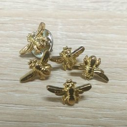 Wholesale Services Animals - 200pcs lot fashion style metal bee pin badge for decoration offer custom design service with your own logo and different color