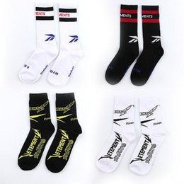 Wholesale White Cotton Tube - Newest Vetements Men's Black White Stockings Fashion Men's Sports Sockings Letter Print In The Tube Cotton Socks Free Shipping