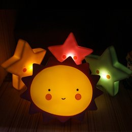 Canada Vente en gros-Nouveauté Sun Moon Star LED Lumière de nuit Chambre Bureaux Lampe Enfants Anniversaire Enfants Jour Cadeaux Dortoir Lumière Mur Salle Home Decor cheap children wall lamps Offre