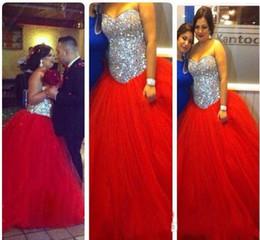 Vestido de fiesta rojo con plata