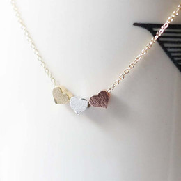 Wholesale three hearts fashion necklace - Wholesale- Trendy Tiny Three Heart Short Pendant Necklace Women Gold Color Chain Lover Lady Girl Gifts Bijoux Fashion Jewelry