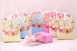 Wholesale Yellow Wedding Favor Boxes - Creative wedding sweet box new European roses sweet box carton foreign trade gifts hollow out candy box free shiipping CD002