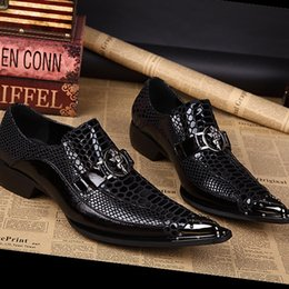 Wholesale Grooms Black Wedding Shoes - High quality men's shoes and groom black colors that toe wedding shoes and rivets hot sell Grogues Oxford Shoes men's shoes