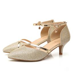 Nueva señora de la oficina zapatos de vestir en punta del dedo del pie de oro de las mujeres bombas de tacón bajo superficial elegante zapatos de mujer tamaño 34-40 desde fabricantes
