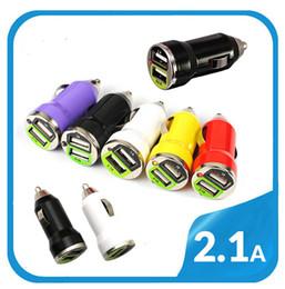 Adaptadores de carregador de carro bala portátil universal colorido mini para 5v 1000mA 2100mA Iphone Ipod Samsung Android telefones MP3 MP4 GPS Dual USB de