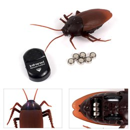 Wholesale Control Insects - Wholesale- Funny Simulation Infrared RC Remote Control Scary Creepy Insect Cockroach Toys Halloween Gift For Children Boy Adult
