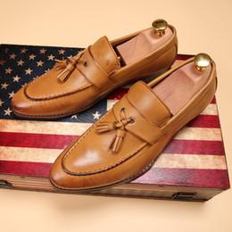 vestido de cuero amarillo Rebajas Recién llegado del dedo del pie redondo de los hombres zapatos de vestir de color negro Moda de negocios de ocio zapatos de cuero de la borla de deslizamiento en los zapatos del barco para el hombre