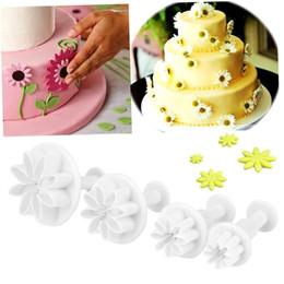Prensa de cortar bolinhos de plástico on-line-Venda por atacado - Venda 4 Pçs / set Daisy Flower Mould Fondant Cutter Cookie Cake Decoração Primavera Pressionando Plastico Bake Tool Branco
