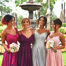 Cinza mais tamanho vestidos de dama de honra on-line-Cinza Plus Size Espaguete Neck Bridesmaid Dresses Side Dividir Lace Applique Bridesmaids vestido da menina Custom Made Bridesmaids Vestidos