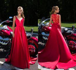 2019 vestidos do clube de aniversário Hot Red Vestidos de Noite Sexy V Pescoço Vestidos A Linha Sexy Lace Oco Voltar Vestidos de Aniversário de Cetim Prom Party Wear Vestidos de Ocasião Especial vestidos do clube de aniversário barato