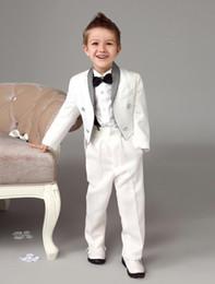 Vestiti di coda di rondine online-Lussuoso anello bianco porta abiti Swallow-tail con cravatta nera cool bambini ragazzi vestito formale si adatta alle tute dei bambini di moda