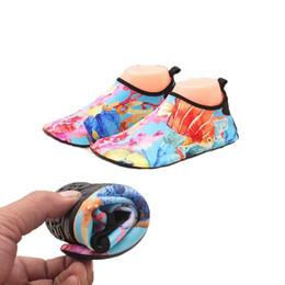 Scarpe da pesca taglia 11 online-Grandi dimensioni Quick Dry Shoes Fish Print Sport Running Anti-scivolo Piscina / Spiaggia Ragazze Sandy beach Coppie Scarpe Sneakers