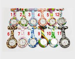 Sıcak satış Yeni Silikon Hemşire saatler Renkli Baskılar Tıbbi Hemşire Izle Sevimli Desenler Doktor Fob Quarta Saatler Arkadaşlar He ... nereden