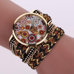 2016 correa larga reloj de pulsera de cuero de las mujeres flor patrón Decorativo armadura cadena de cuerda remaches damas de moda vestido de reloj de cuarzo desde fabricantes