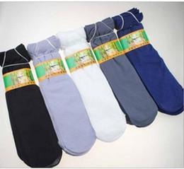 Venta al por mayor 100 pares / lote Hombre Primavera Verano Material de fibra de bambú Calcetines 5 colores calcetines delgados Evitan resbalones Evitan sudar para 10-60 de edad desde fabricantes