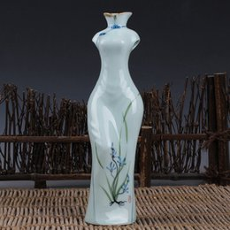 Wholesale Hand Painted Porcelain Vases - Flower Vase Hand Paint Blue And White Porcelain Classic Beauty Woman Body Style Flower Vase Personality Originality Gift Decorate Present