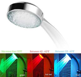 batería de flujo Rebajas RGB automática de color cambiante LED iluminado baño resplandor alcachofa de la ducha en la oscuridad sin la batería llevó la cabeza de ducha energía de la corriente
