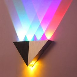 éclairage mural coloré Promotion 5W LED triangle applique murale, salon en toile de fond créative allée de bar, lumières couloir lumières colorées
