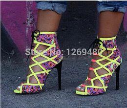 Mulheres sandálias multicolor on-line-multicolor saltos altos fluorescentes verdes rendas até sandálias de verão para as mulheres