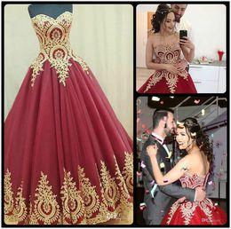Wholesale Vestidos Largos Fashion - Ball Gown Sweetheart Modest Red Evening Dresses Floor Length Gold Lace Appliqued Vestidos De Noche Largos Elegantes