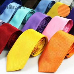 2019 caixas de gravata por atacado Tarja QUENTE gravata pescoço 145 * 8 cm 30 Cores Ocupacional Seta cor sólida Gravata Gravata dos homens para o Dia dos Pais Gravata de negócios dos homens Presente de Natal