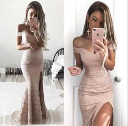 Baratos vestidos modestos para las mujeres online-Vestido de fiesta de encaje completo modesto de la vaina Vestidos fuera de los hombros Formal de las mujeres vestidos de noche divididos baratos laterales