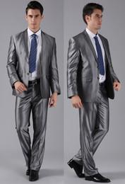 Sposo grigio cravatta tuxedo sposo online-Scialle grigio Risvolto smoking da sposo Abiti da uomo con pantaloni da sposa Giacca da uomo migliore (giacca + pantaloni + papillon + gilet)