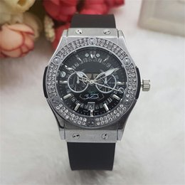 Wholesale Quartz Watches Retro - Casual fashion Rhinestone Diamond inlay Retro classic Clock dial Woman Quartz Watches Silicone watchband Watches Free Shipping