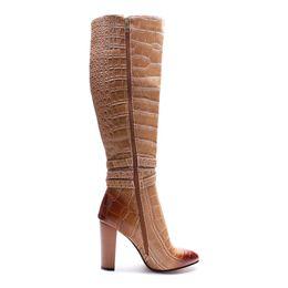 Modelli di scarpe con tacco alto online-2018 nuovi stivali moda punta a punta tacco grosso modello di pietra marrone tacchi alti donne inverno stivali alti al ginocchio scarpe da donna romane