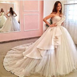 Wholesale elegant fall skirts - 2017 Elegant Ball Gowns Wedding Dresses With Sweetheart Neckline Sleeveless Lace Appliqued Side Ruffle Court Train Bridal Dresses