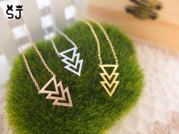 2019 silberpyramidenhalskette 10PCS-N112 Gold Silber Drei Triple 3 Dreiecke Halskette Pyramide Halskette Chevron V halskette Einfache Geometrische Halsketten für Männer rabatt silberpyramidenhalskette