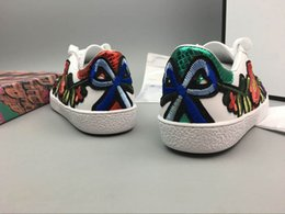 Wholesale Pearl Massage - Fashion Low-Top Sneaker Colorful Embroidery Series Walking Shoes Womens Roses Pearl Snake low TOP Fashion Sneakers Eur 36-39