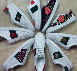 Wholesale Embroidery Lace Shoes - Luxury Brand Embroidery Bee Snake Flower White Sneaker New Designer Original Box Mixed Colors Woman Casual Shoe Outdoors Show Shoes Size 40