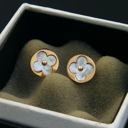 Commerce extérieur en bijoux haut de gamme en gros en acier rose boucles d'oreilles en or exquis quadrilobe coquille Boucles d'oreilles rondes ? partir de fabricateur