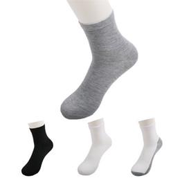 Deutschland Heißer Verkauf Mode Männer Guy Gemütliche mischung Baumwolle Sport Socken Schwarz Weiß Farben Hohe Qualität Beliebte Atmungsaktives mesh design B0484 cheap design high socks Versorgung