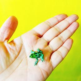 Зеленые дома онлайн-распродажа ~ 10 шт. / зеленые черные точки лягушка / кукольный домик / / миниатюры / прекрасный милый / сказочный садовый гном / декор из мха / фигурка / бонсай / s021